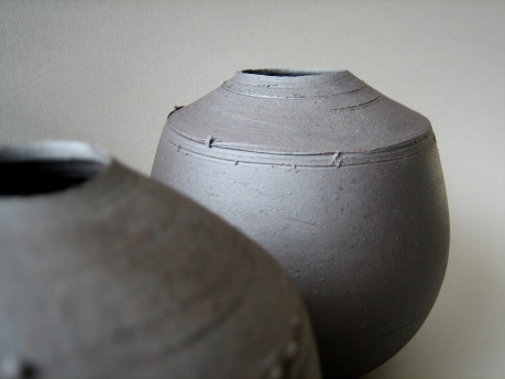 Elaine Bolt 'Dark Terracotta' vessel detail