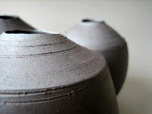 Elaine_Bolt_Dark_Metal vessel detail